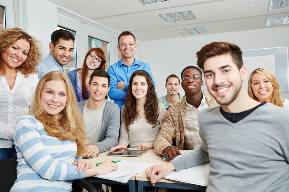 廣告投放策略,透過類似目標對象,進行社區大學 課程推廣